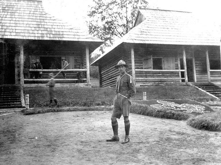 М.Федусевич на пластовому таборі «Сокіл» в карпатах, 1920-ті роки