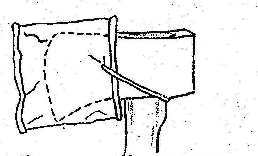 В потребі наложи на сокиру сплющену бляшанку і прив'яжи її шнурком