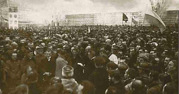 Проголошення Акту Соборності українських земель 22 січня 1919 р. Як бачимо, тут прапори - жовто-блакитні