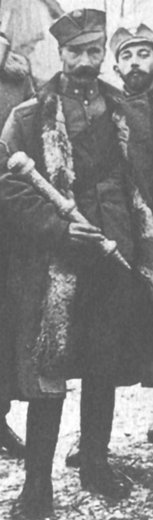 Великий комтур ЛЗО Іван Цяпка зі стрічкою (чорно-червоною) через плече. Фрагмент фотографії капітули ЛЗО, 25 лютого 1917р.